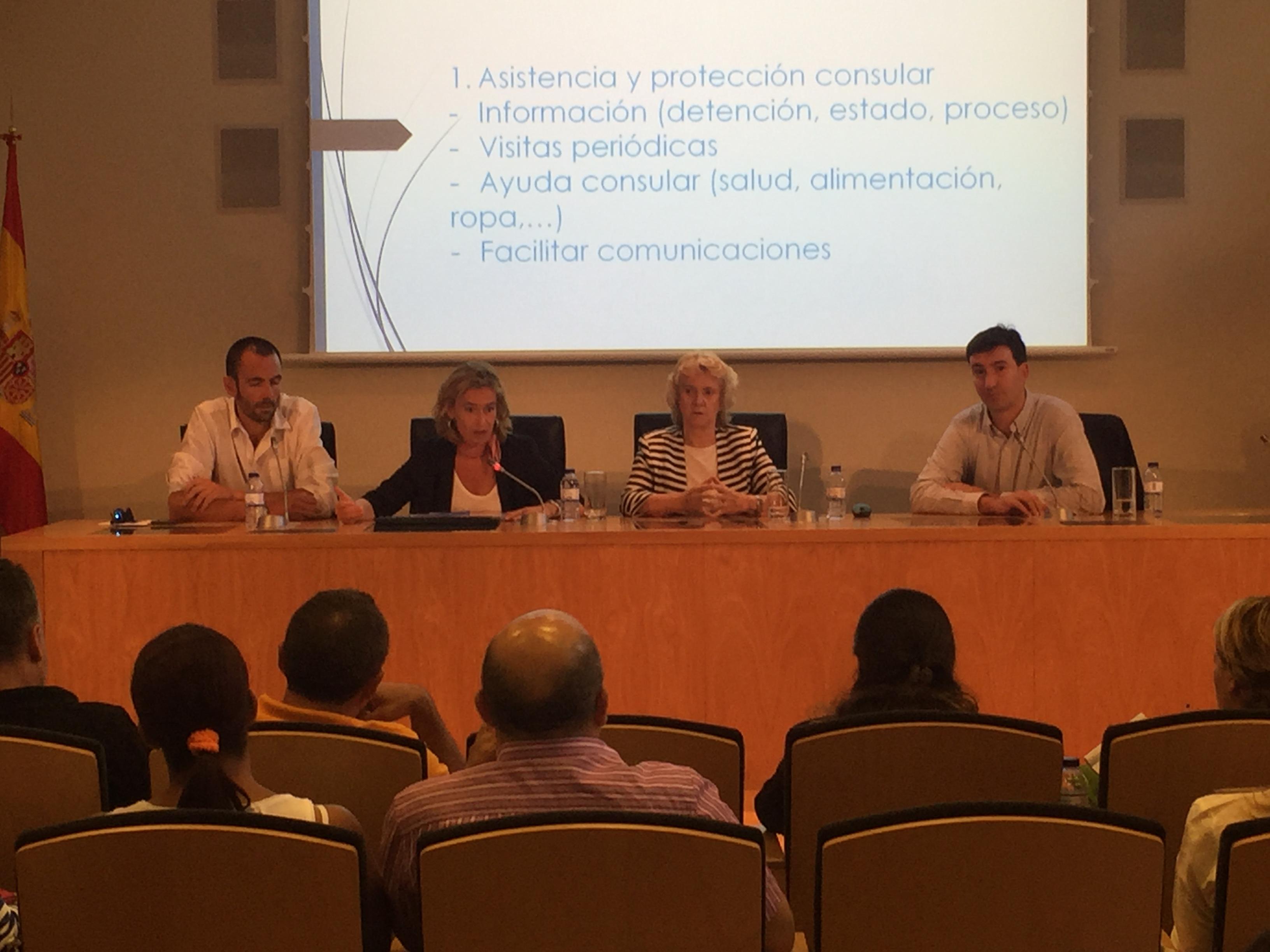 Mesa de ponentes durante el acto. De izquierda a derecha: Javier Casado, director de Fundación +34, Carmen Comas (directora de Relaciones Internacionales del Defensor del Pueblo), Soledad Becerril y Jaime Arderius