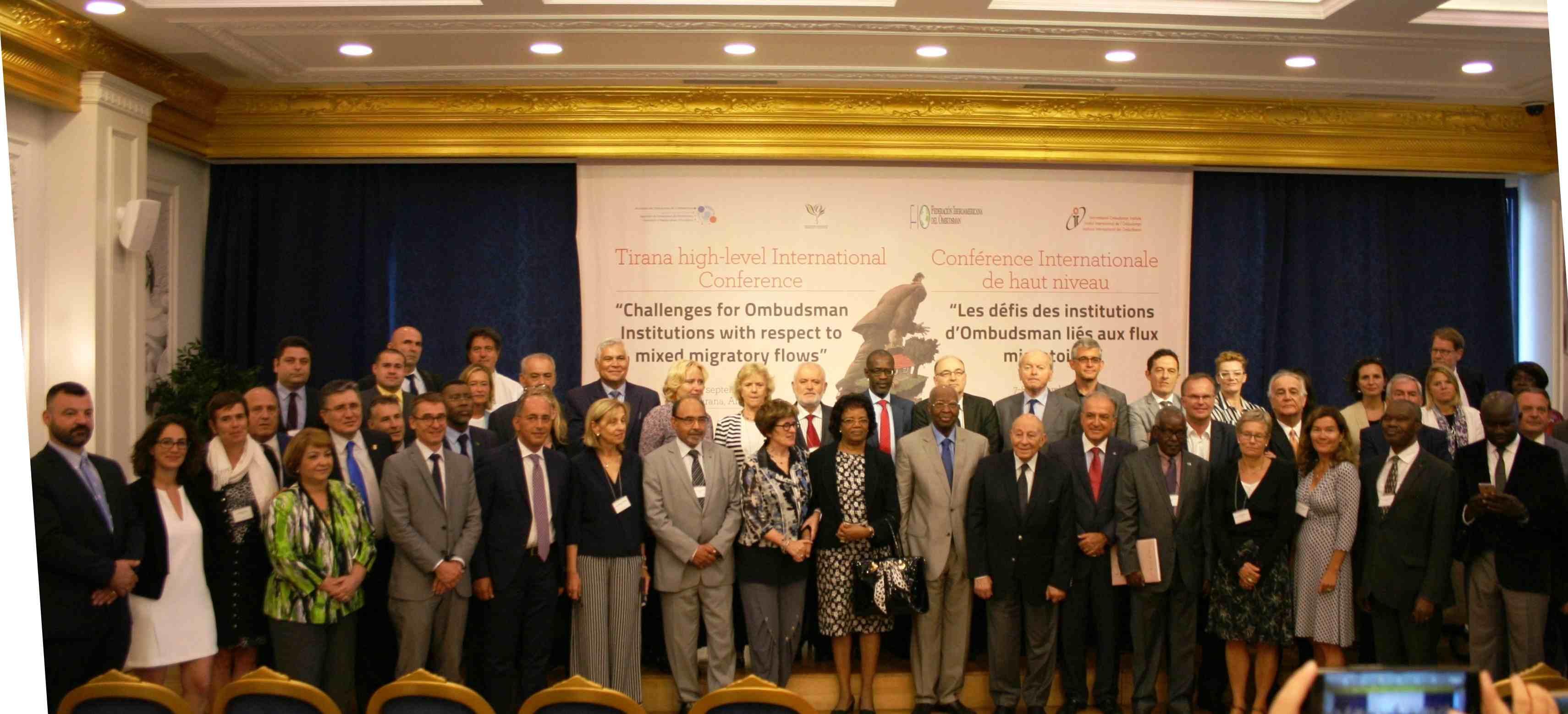 Foto de grupo del encuentro internacional de instituciones del Ombudsman sobre flujos migratorios