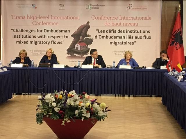 Imagen del acto.Soledad Becerril dando su discurso en la conferencia sobre los flujos migratorios