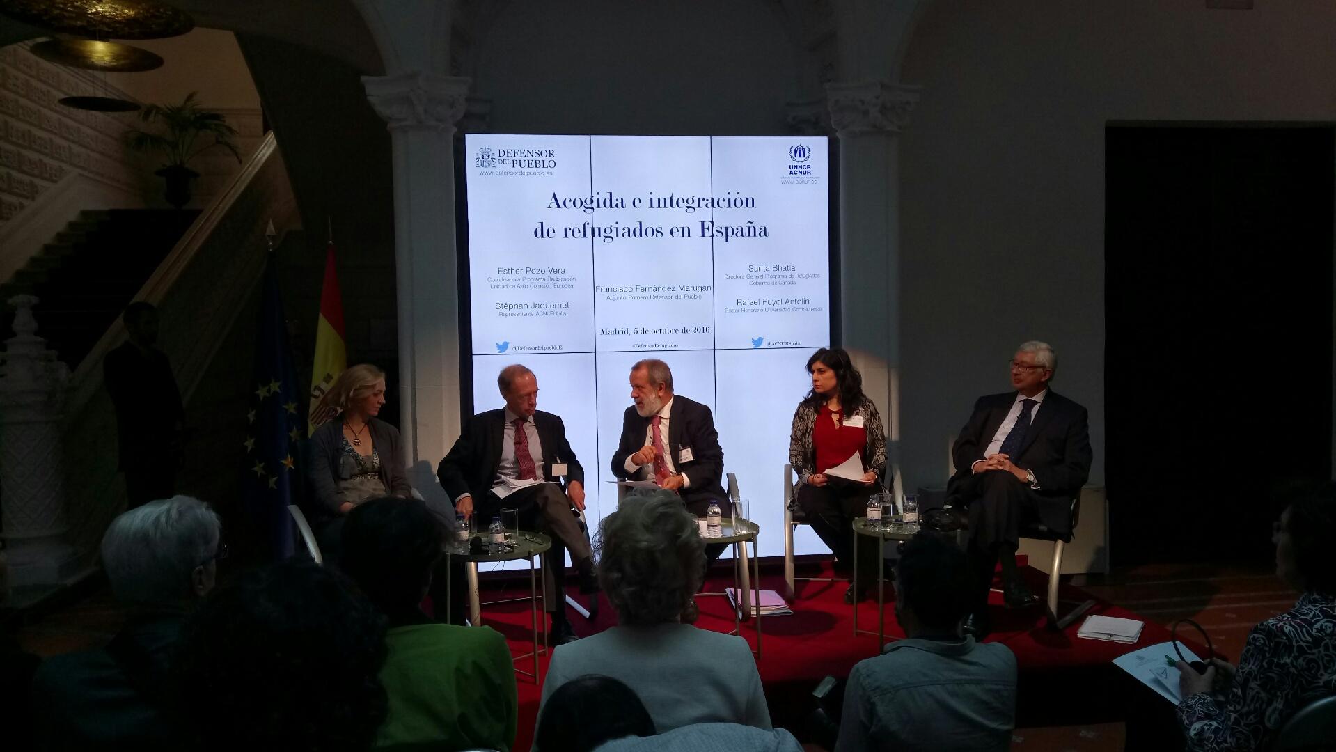 Ponentes durante la jornada de acogida e integración de refugiados en España en la sede institucional