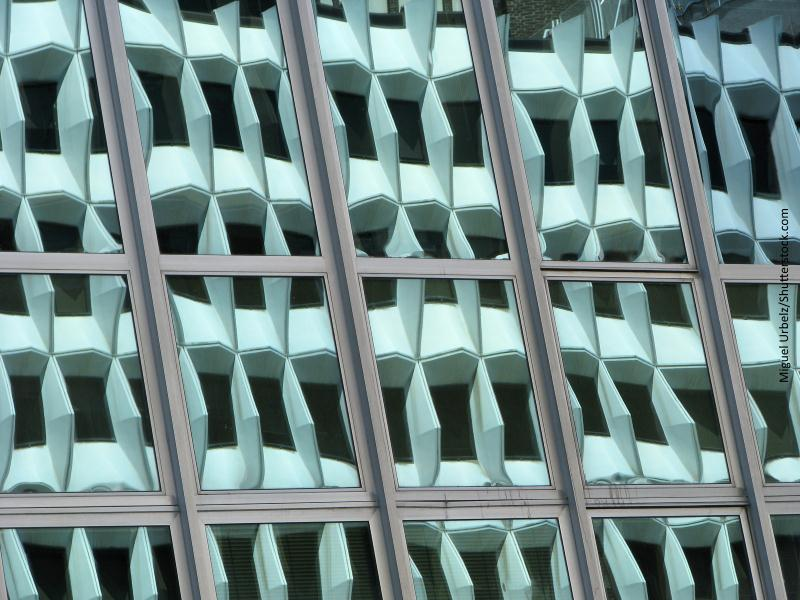 Fachada de edificio moderno en color verde