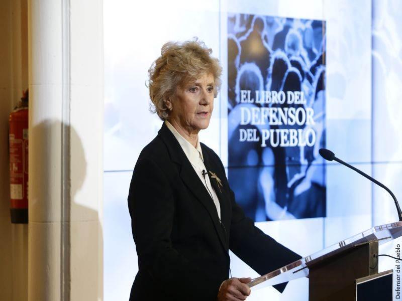 Soledad Becerril habla durante la presentación de El Libro del Defensor del Pueblo
