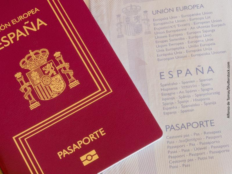 Primer plano de un pasaporte de España
