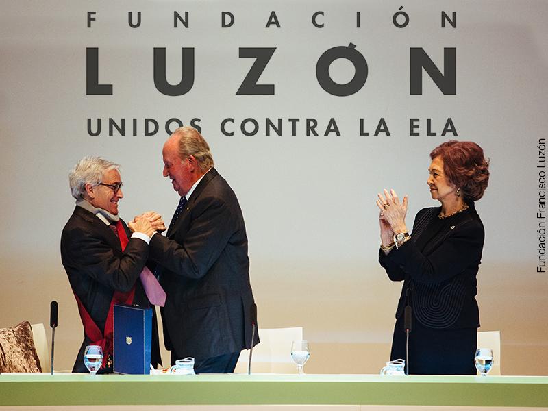 Entrega de la medalla del Alfonso X El Sabio a Francisco Luzón