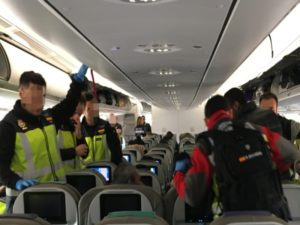 interior vuelo repatriación Colombia y Perú