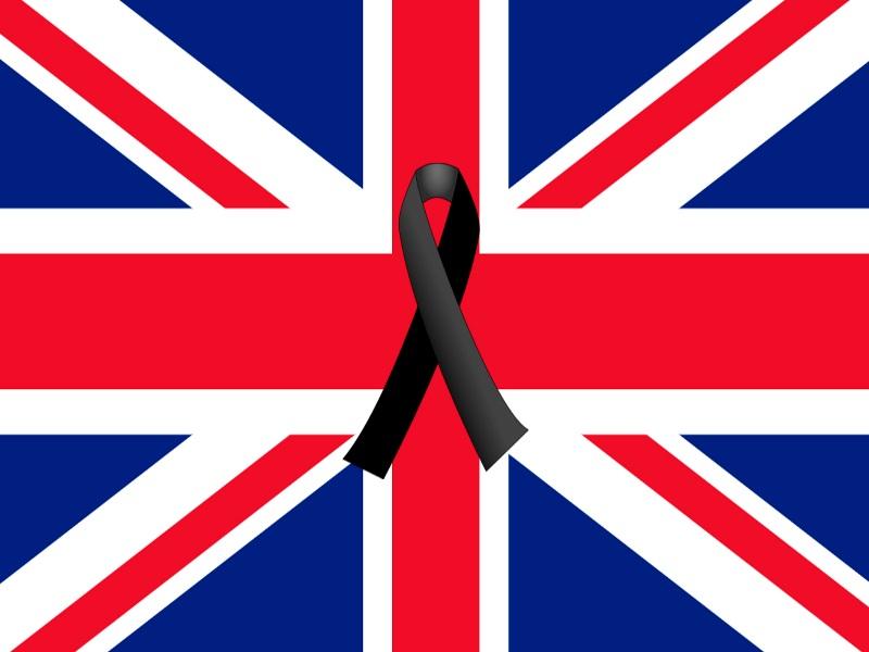 bandera Reino Unido con crespón negro