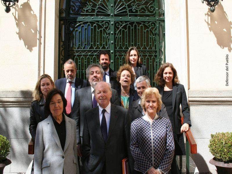 El defensor de los derechos de Francia visita la sede del Defensor del Pueblo