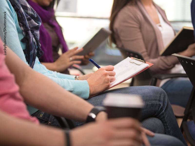 Aula de estudiantes universitarios