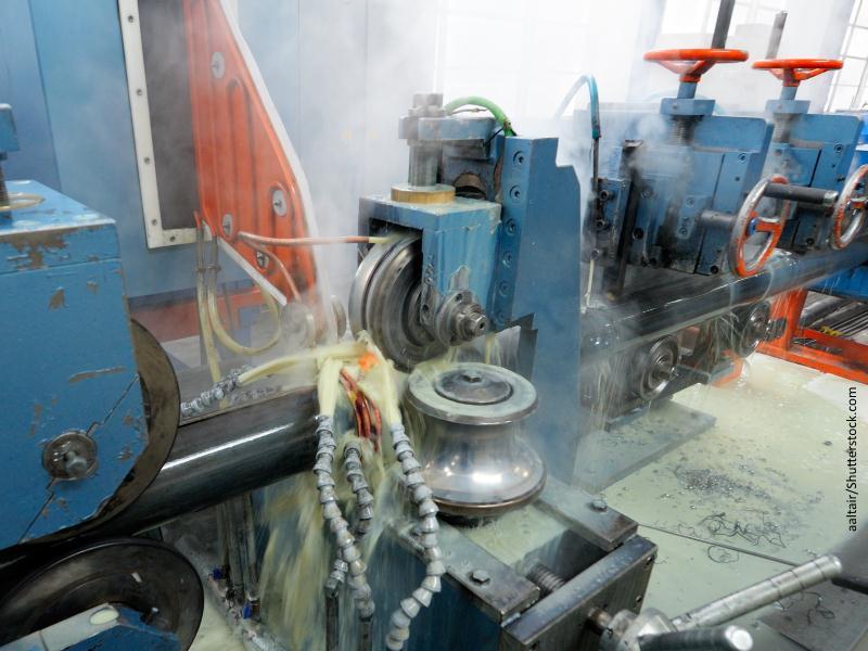 Maquinaria de fábrica ruidosa