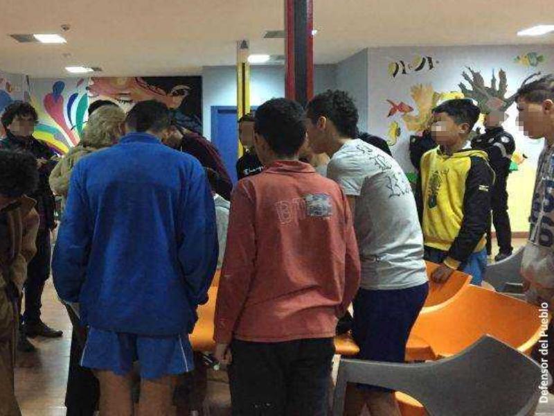 Grupo de menores en centro de internamiento