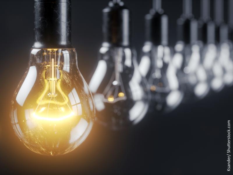 Fila de bombillas de luz eléctrica