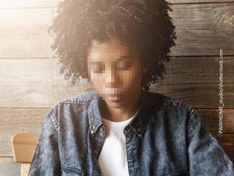mujer de raza negra