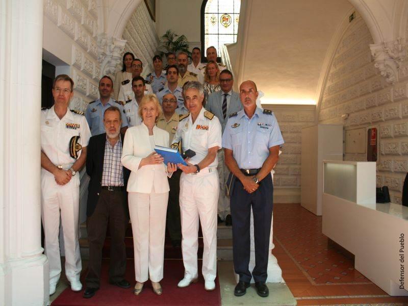 Soledad Becerril y Adjunto Primero con representantes españoles de la Operación