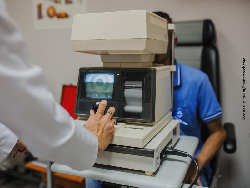 Aparato de revisión oftalmológica