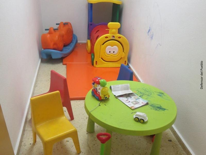Sala de juegos de niños en sala solicitantes de asilo de Barajas