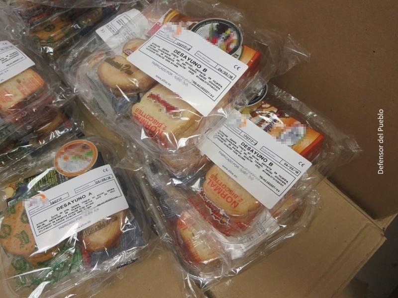 Paquetes con comida para el desayuno.