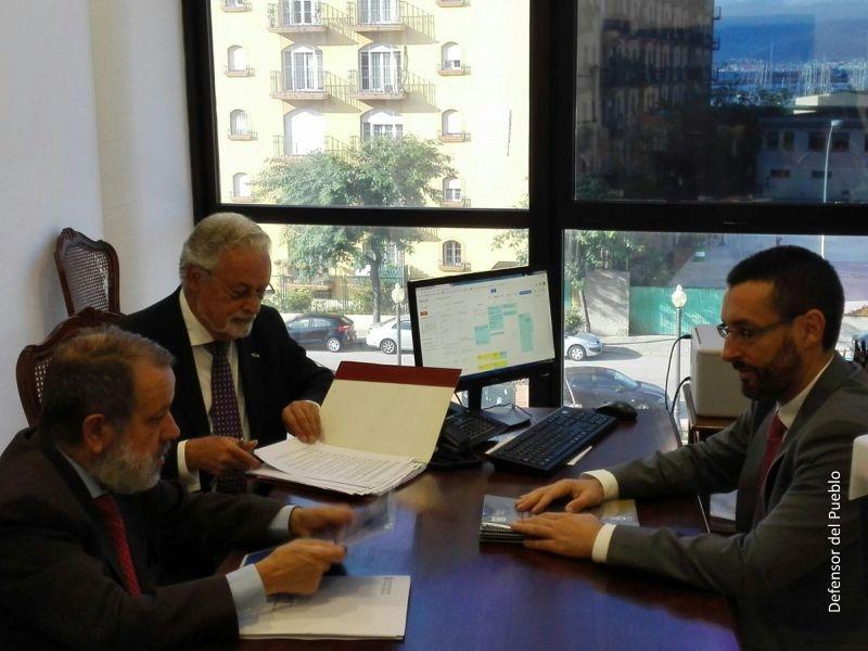 Reunión del Defensor, el defensor andaluz y el alcalde de La Línea