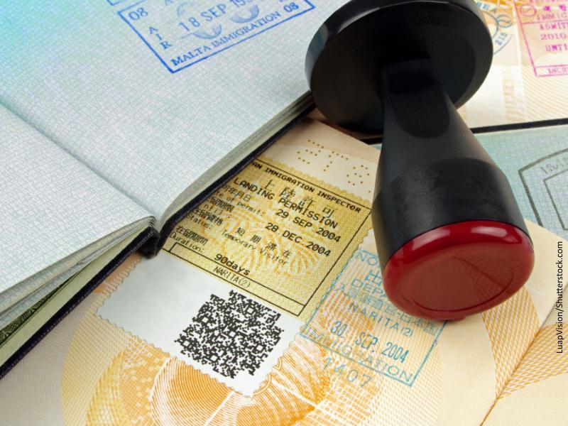 Pasaportes y tampón para sellar