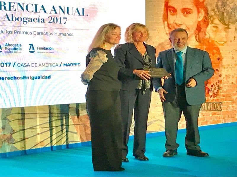 Francisco Fernández Marugán (Defensor del Pueblo e.f.) entrega los premios Abogacía 2017
