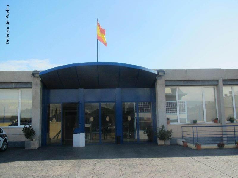 Exterior del Centro de Internamiento de Extranjeros de Barcelona