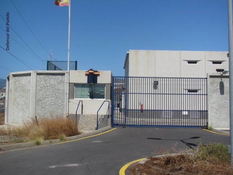 Exterior del Centro de Internamiento de Extranjeros de Hoya Fría