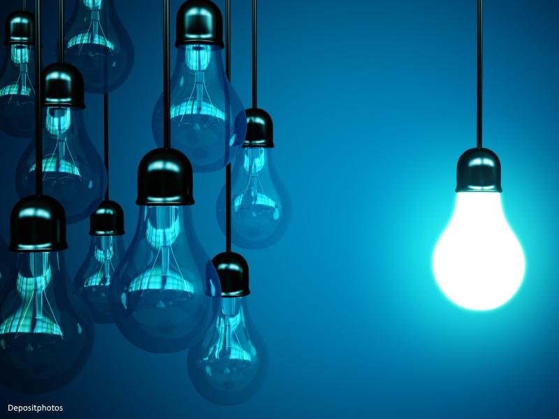 Varias bombillas apagadas y una a la derecha encendida
