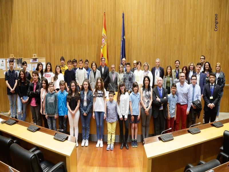 Foto de familia de la entrega de premios Concurso de Dibujos XV Edición en el Congreso de los Diputados
