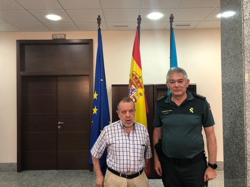 Reunión del Defensor del Pueblo (e.f), Francisco Fernández Marugán, con la Guardia Civil de Melilla