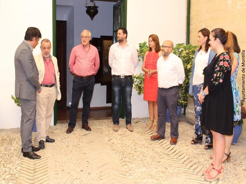 El Defensor del Pueblo (e.f.), Francisco Fernández Marugán, en el Ayuntamiento de Montilla (Córdoba)