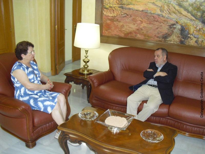 El Defensor del Pueblo (e.f.), Francisco Fernández Marugán. con la delegada de gobierno de Ceuta