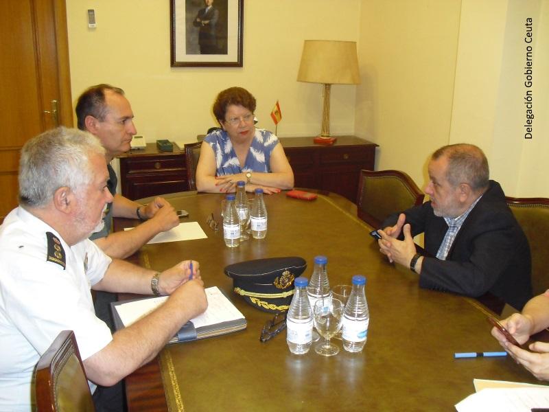Reunión del Defensor del Pueblo (e.f.) en la sede de la Delegación de Gobierno en Ceuta