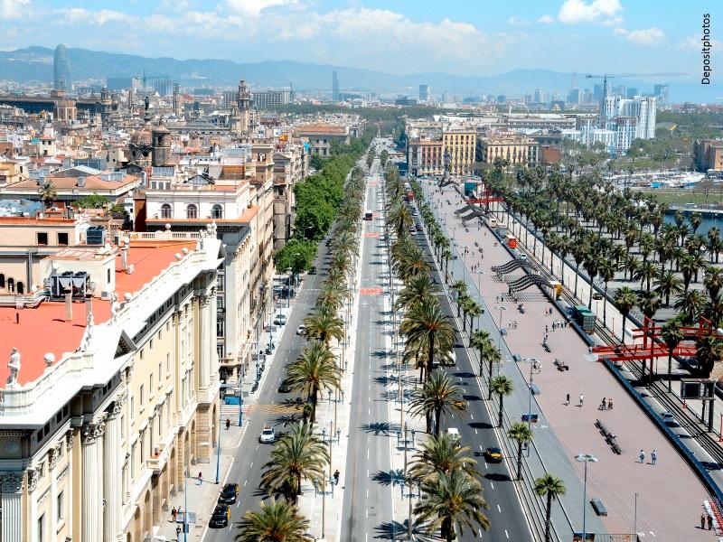 Vista aérea del paseo marítimo de la ciudad de Barcelona