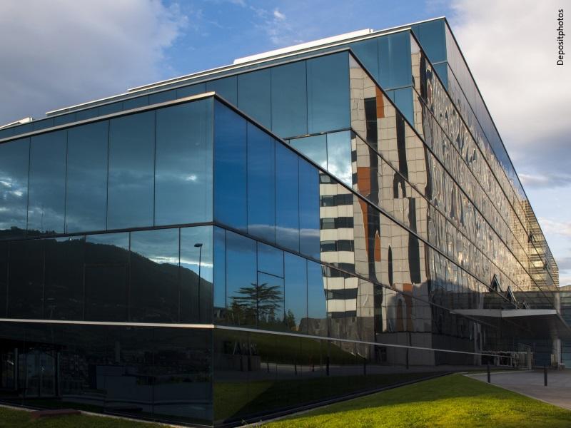 Hospital muy moderno en Oviedo (Asturias)