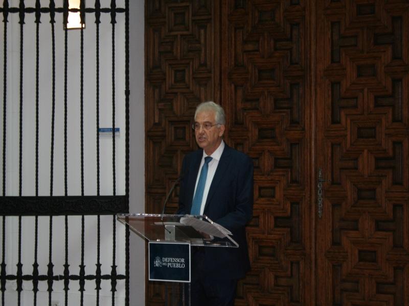 Gabriel Rubio, portavoz familia Itziar Prats, hablando en la sede del Defensor