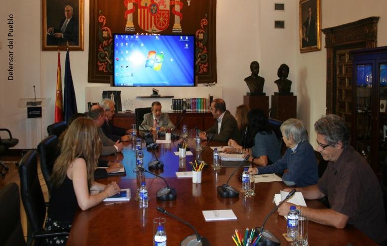 Reunión en la sede del Defensor del Pueblo con representantes de diversas asociaciones ecologistas