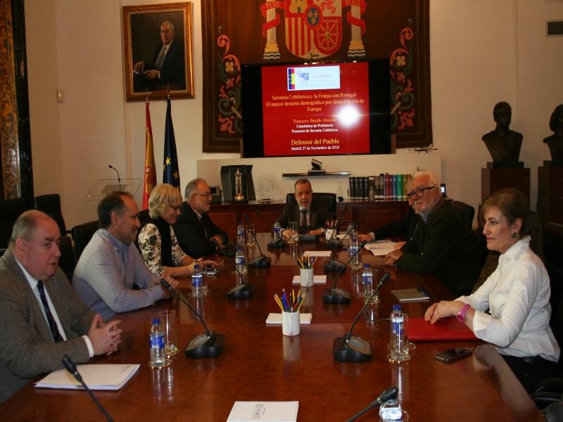 Reunión del Defensor del Pueblo (e.f.), Francisco Fernández Marugán, con representantes de la Asociación Celtibérica en la sede de la institución