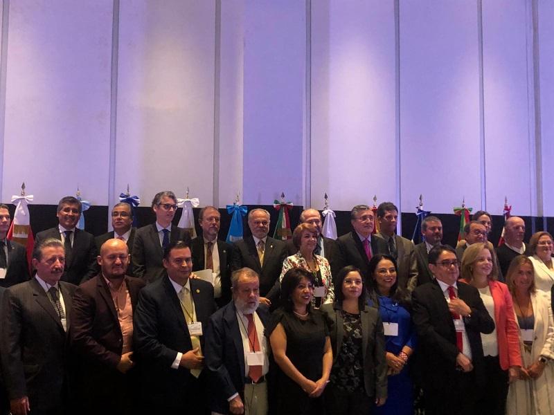 Asistentes y ponentes en la Tercera Cumbre Iberoamericana