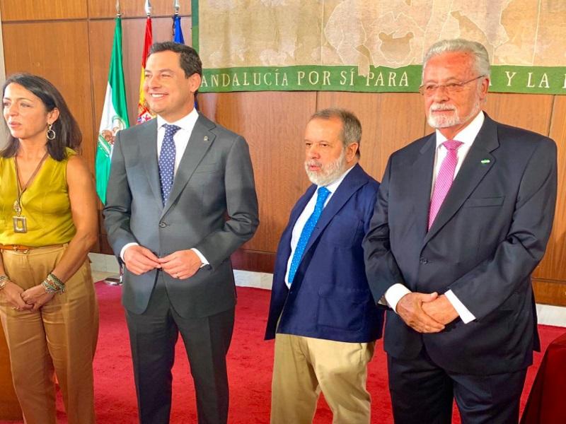El Defensor del pueblo (e.f.), Francisco Fernández Marugán, con Jesús Maeztu, Defensor del Pueblo andaluz, durante su toma de posesión