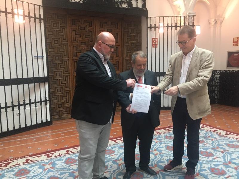 El Defensor del Pueblo (e.f.), Francisco Fernández Marugán, y los secretarios generales de UGT Madrid, Luis Miguel López Reillo y de CCOO Madrid, Jaime Cedrún