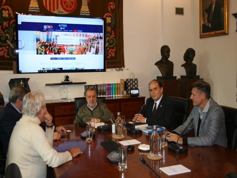 Reunión del Defensor del Pueblo (e.f.), Francisco Fernández Marugán con la Asociación Española de Mediación en la sede de la Institución.