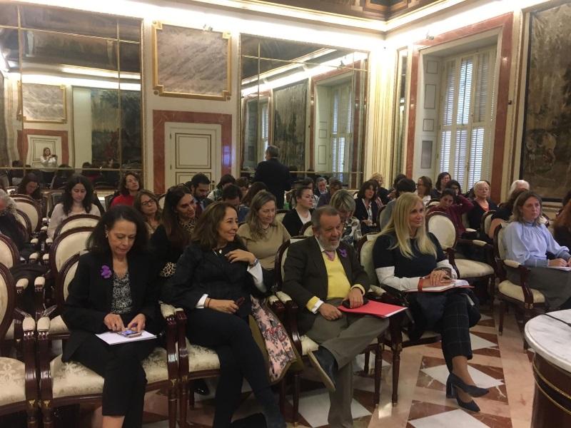 Asistentes atendiendo durante la jornada de igualdad y violencia de género