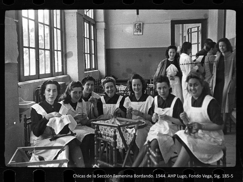 Mujeres de la Sección Femenina en Lugo