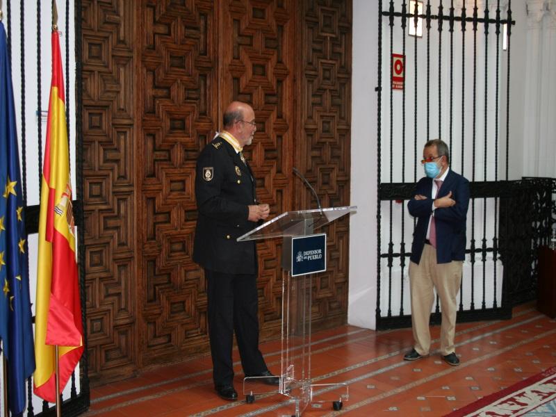 El Defensor del pueblo e. f. junto con Mariano Fernández de la Hera durante el acto