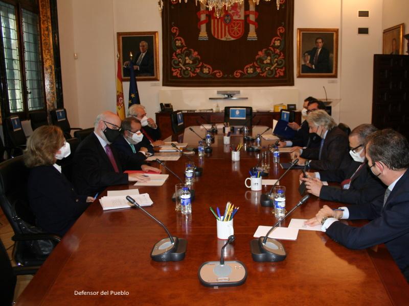 Reunión del Defensor del Pueblo (e.f.), Grancisco Fernández Marugán, con representantes de CEOE y Foment de Treball
