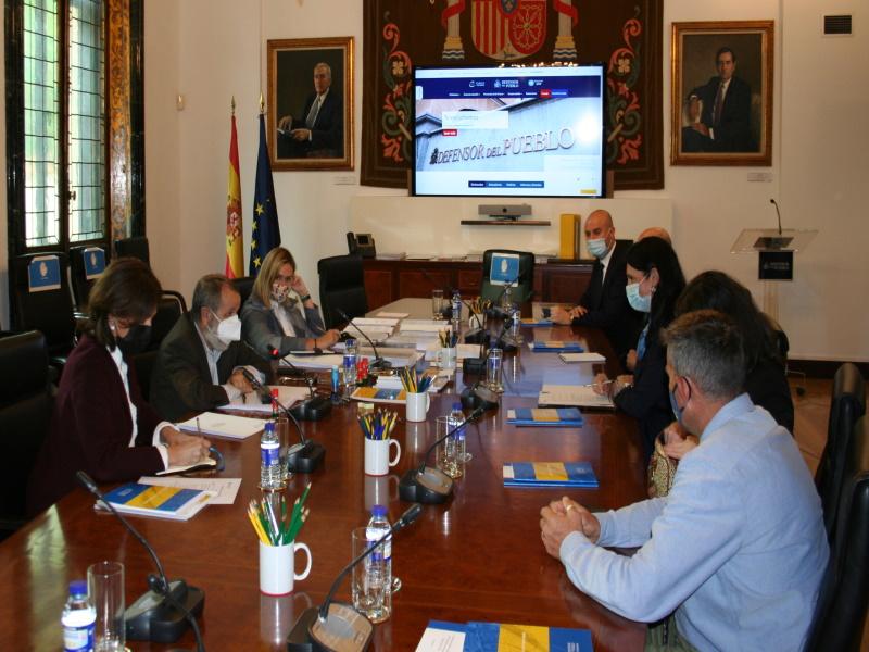 Reunión del Defensor del Pueblo (e.f.), Francisco Fernández Marugán, con la directora de la EASO, Nina Gregori