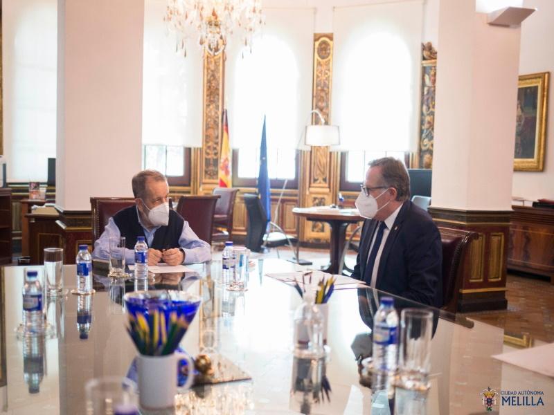Reunión del Defensor con el presidente de Melilla