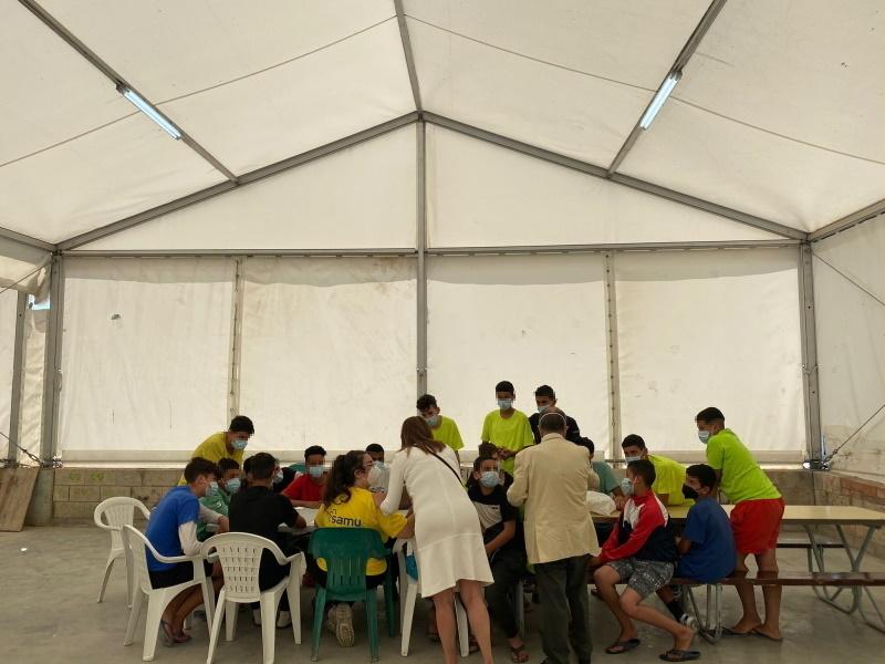 El Defensor charla con menores en un centro de Ceuta