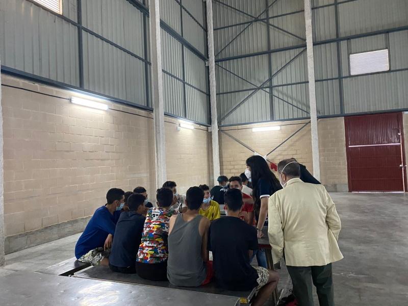 El Defensor visita un centro en Ceuta