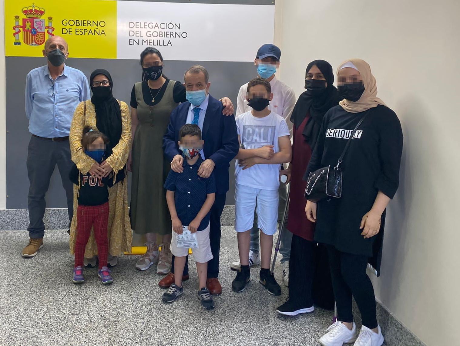 El Defensor en Melilla con familias que siguen luchando por escolarizar a sus hijos