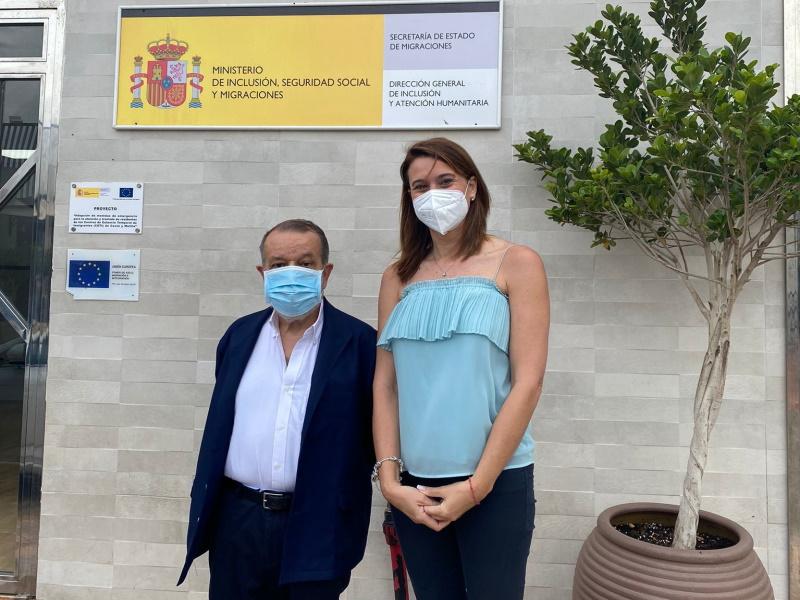 El Defensor con la directora en funciones del CETI de Melilla